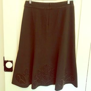 CAbi style 402 distressed embroidered skirt sz 8